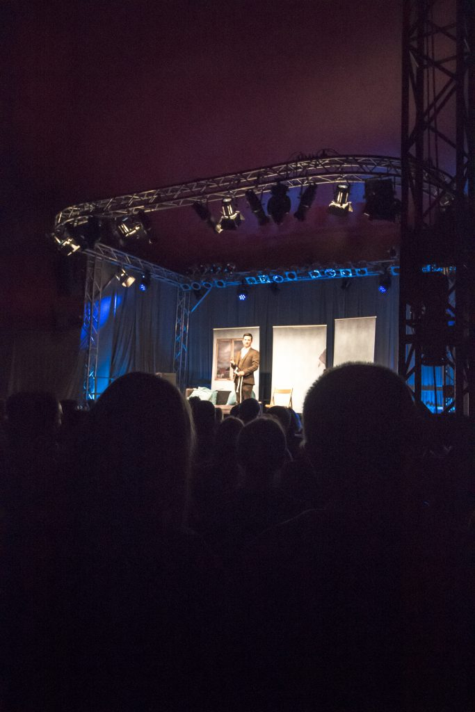 Bauchredner Tim Becker mit seinen Puppen bei Kultur im Zelt in Braunschweig