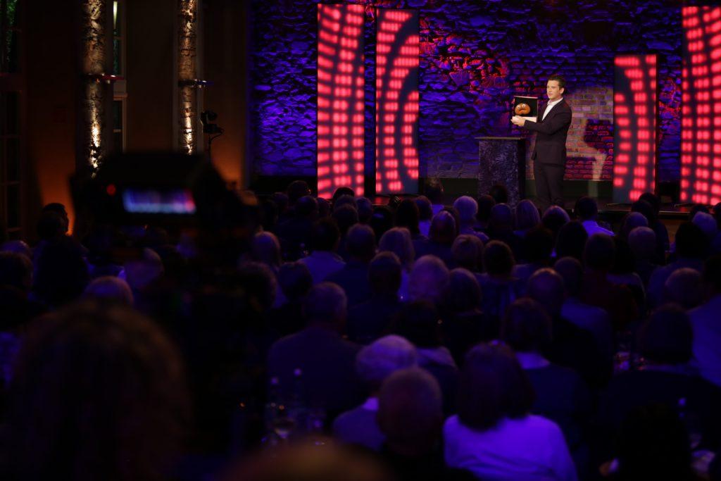 Bauchredner Tim Becker im hr - Fernsehen. hr Comedy Festival.