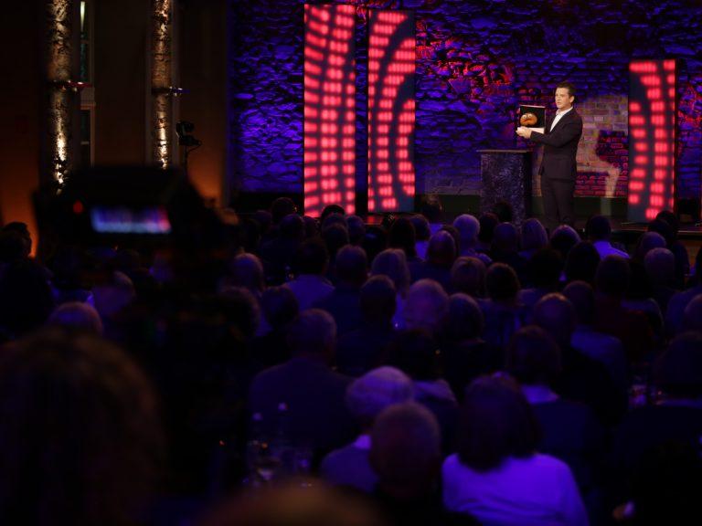 Bauchredner Tim Becker im hr-Fernsehen. HR Comedy Festival
