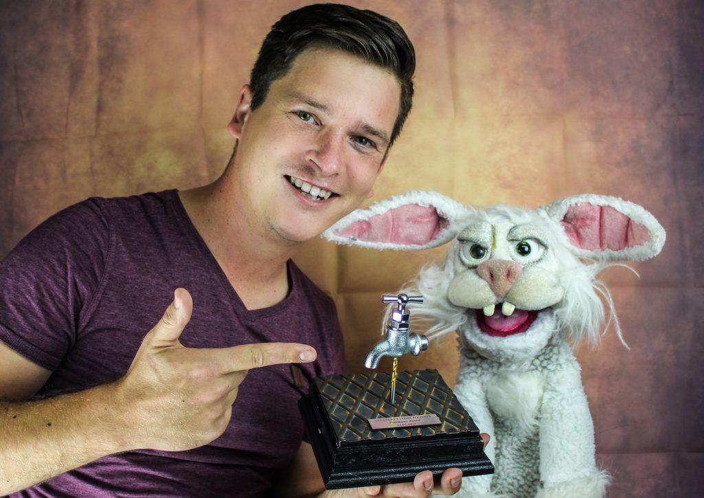 Der Bauchredner Tim Becker gewinnt Comedy Preis